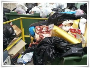 FOTO NEWS | 22/05/2013 – Soverato – Emergenza rifiuti, ma anche inciviltà…