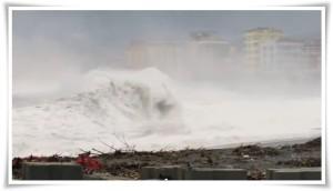 VIDEO |  Straordinarie immagini della mareggiata a Catanzaro Lido