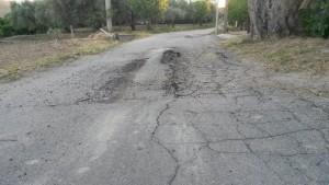 FOTO NEWS | Davoli o Satriano? Chi sistemerà la strada?