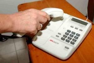 """Se ricevete questa telefonata a casa attaccate subito: """"È una truffa"""""""