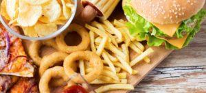 Fast food sempre nel mirino, grassi e calorie in eccesso rendono il sistema immunitario aggressivo