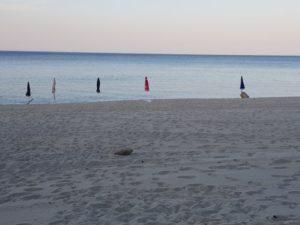 Soverato – Sequestrati ombrelloni che occupavano la spiaggia libera