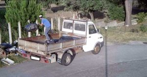 Montauro – Buttano rifiuti sul ciglio della strada, individuati e sanzionati con le fototrappole