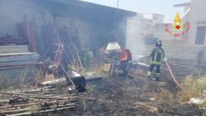 Vasto incendio di arbusti e macchia mediterranea nel catanzarese, bruciati anche 20 conigli