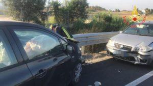 Brutto incidente sulla Statale 106 nel catanzarese, 4 mezzi coinvolti. Quattro feriti