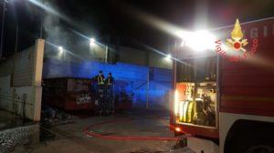 Incendio di rifiuti presso azienda nella notte a Borgia