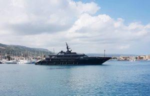 Giorgio Armani approda in Calabria con il suo mega-yacht
