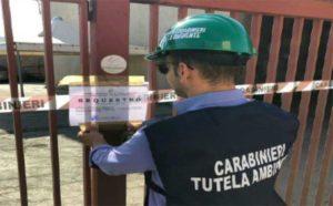 Deposito di pneumatici usati e rifiuti speciali, sequestrato capannone nel catanzarese: una denuncia