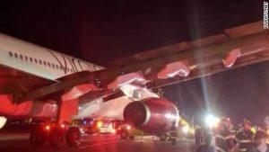Il telefono cellulare prende fuoco e costringe un volo a un atterraggio di emergenza