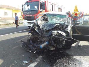 Pauroso incidente sulla Ss 106 nel catanzarese, quattro feriti