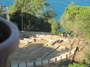 Stalettì – Un parcheggio nel sito archeologico della Tomba Cassiodoro