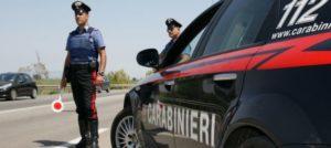 Fermato senza patente, viene multato e va in escandescenza: 54enne arrestato