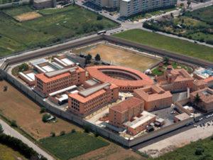 Blitz della polizia penitenziaria nel carcere di Cosenza, trovati 4 microcellulari