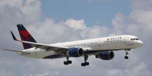 """Panico in volo, passeggero urla """"Dio"""" e provoca atterraggio di emergenza a Puerto Rico"""
