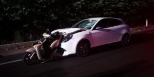 Scontro tra auto e moto sulla Ss 106, muore 41enne. Ferito suo figlio di 11 anni