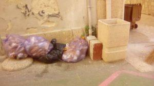 Soverato – Cittadini incivili o distratti, e destino dei rifiuti