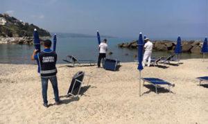 Sequestrati dalla Guardia costiera ombrelloni e lettini abusivi