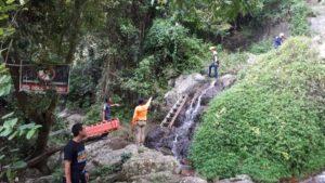 Thailandia, turista francese muore precipitando in una cascata mentre fa un selfie