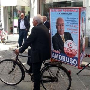 FOTO NEWS | In giro per la città, con bici porta-manifesto