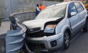 San Sostene – Auto contro il guardrail sulla Ss 106, un ferito