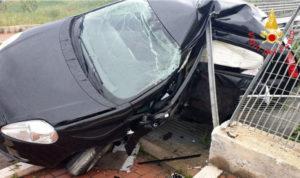 Auto contro un guardrail, muore giovane di 29 anni